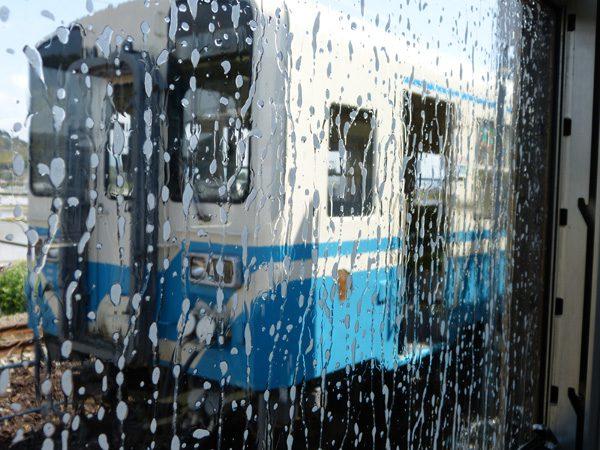 電車の中から洗車体験♪