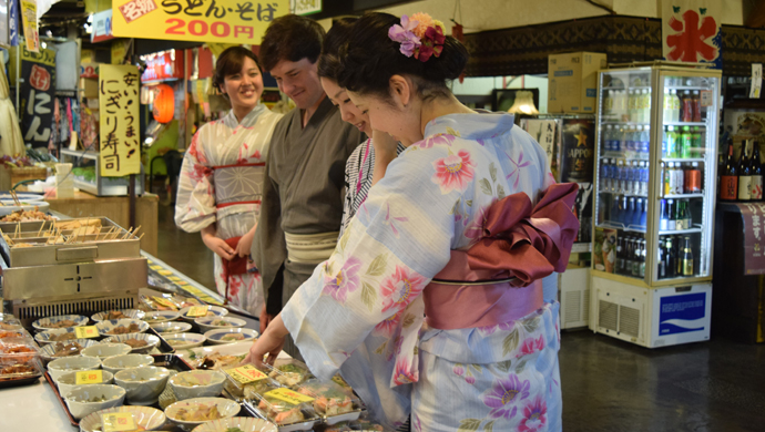 高知市内を散策し、旅の思い出作り♪(ひろめ市場)