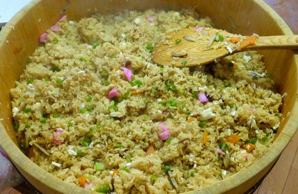 郷土料理「鯛めし」などの手作りの昼食をお召し上がり頂きます。