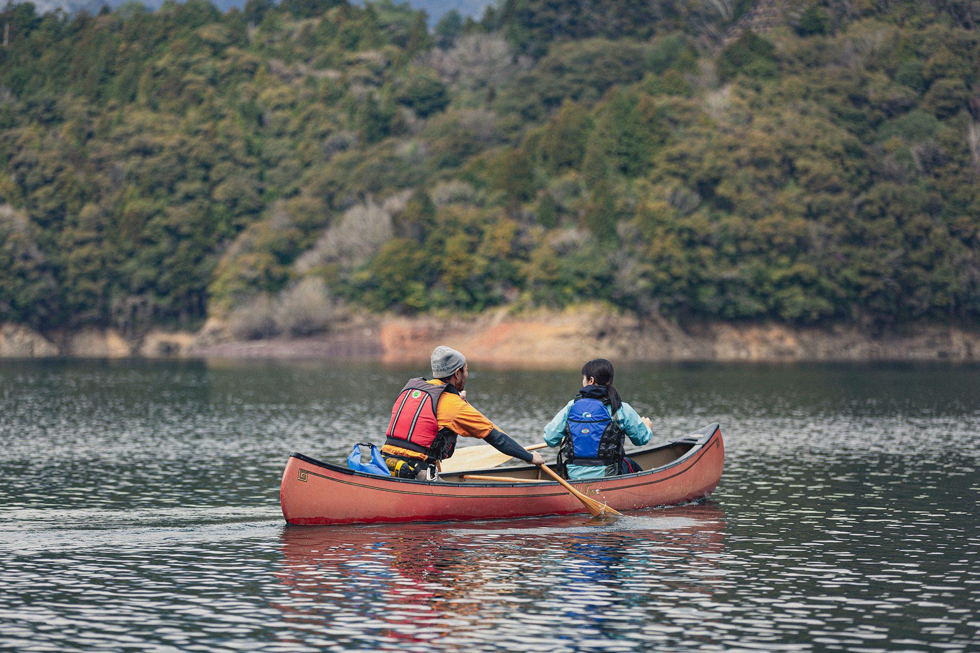 カップルにもおすすめ!エメラルドグリーンに透き通った湖で素敵なひと時を♪