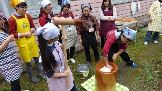 日本の伝統文化の「もちつき体験」を行います♪